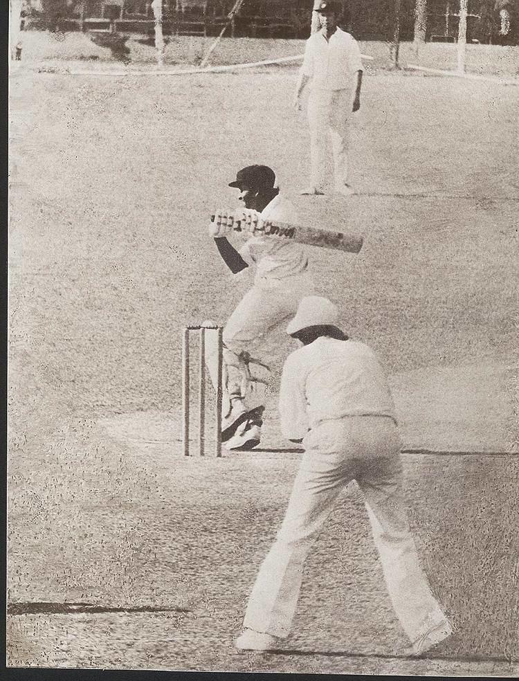 Anura Tennekoon (Cricketer) playing cricket