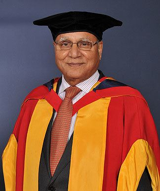 Anwar Pervez Sir Anwar Pervez Receives Bradford Honorary Degree