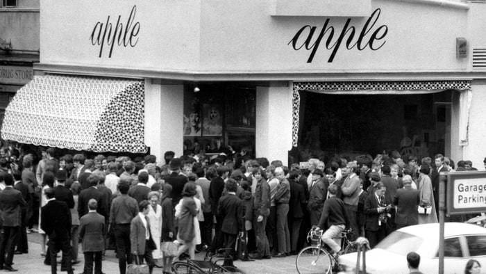 Apple scruffs The Beatles39 Biggest Fans Meet the Apple Scruffs Rolling Stone
