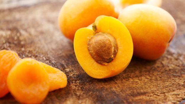 Apricot 8 Amazing Apricot Benefits The Nutritional Heavyweight Among Fruits