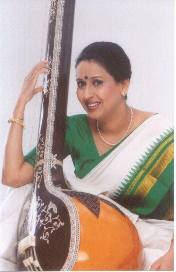 Arati Ankalikar-Tikekar wwwaratiankalikarcomAudioVideo