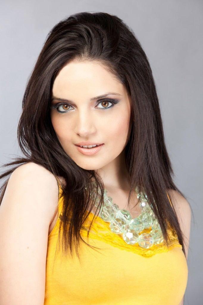 Armeena Khan wwwviewscrazecomwpcontentuploads201211Arme