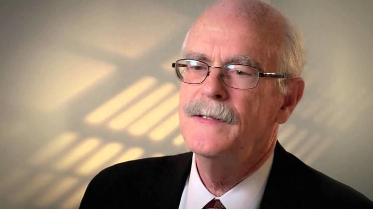 Arthur Arnold (conductor) Dr Arthur Arnold Understanding Disease in Males and Females YouTube