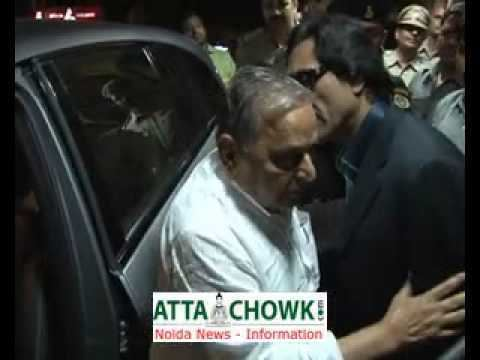 Ashok Chaturvedi Mulayam Singh Yadav SP leader visits Kailash Hospital enquier health