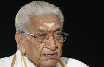 Ashok Singhal VHP leader Ashok Singhal warns Congress to construct Ram