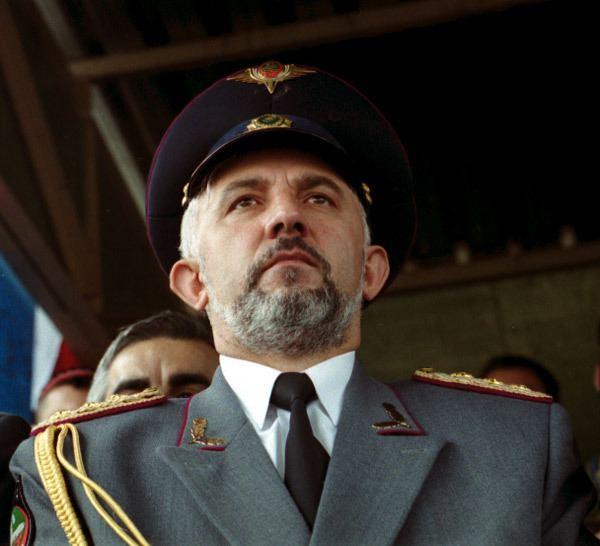 Aslan Maskhadov httpsuploadwikimediaorgwikipediacommonsaa