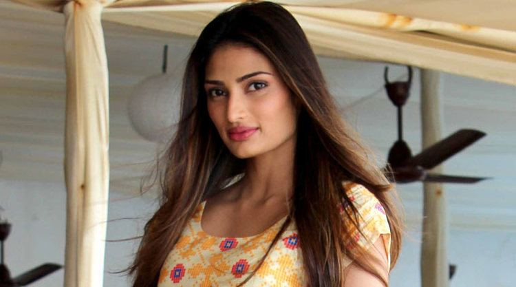 Athiya Shetty I hope Athiya conducts herself well in Bollywood Suniel Shetty