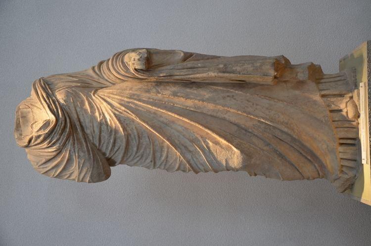 Atilia Caucidia Tertulla FileStatue probably of Atilia Caucidia Tertulla from the Nymphaeum