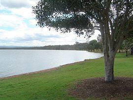 Atkinsons Dam, Queensland httpsuploadwikimediaorgwikipediacommonsthu