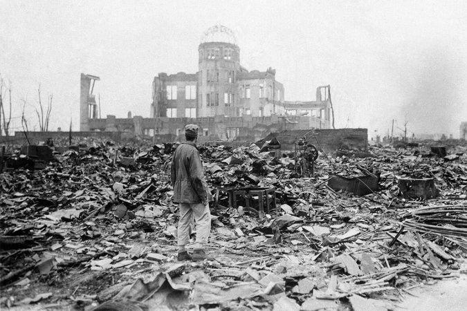 Atomic bombings of Hiroshima and Nagasaki httpsstatic01nytcomimages20160511world1
