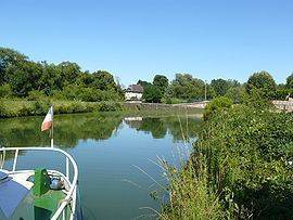 Attigny, Ardennes httpsuploadwikimediaorgwikipediacommonsthu