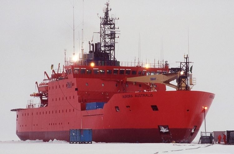 Aurora Australis (icebreaker) Australian Icebreaker Aurora Australis Trying to Rescue Russian Ship