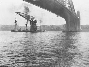 Australian floating crane Titan httpsuploadwikimediaorgwikipediacommonsthu