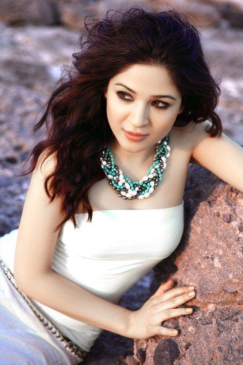 Ayesha Omer Pakistani actress model singer former MTV Pakistan VJ and painter
