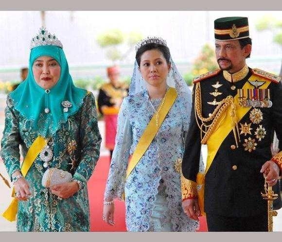 Azrinaz Mazhar Hakim LR Anak Saleha Queen of Brunei Azrinaz Mazhar Hakim and