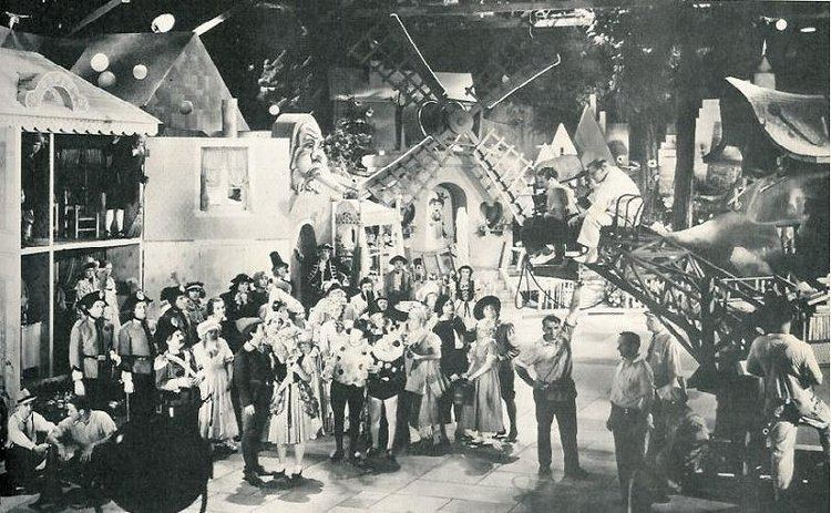 Babes in Toyland (1934 film) movie scenes Babes in toyland laurel and hardy