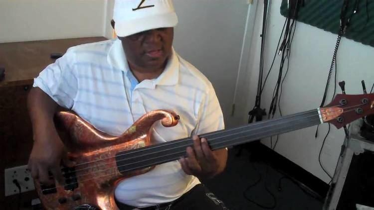 Bakithi Kumalo Paul Simons Graceland Fretless Basslines Lesson by Bakithi Kumalo