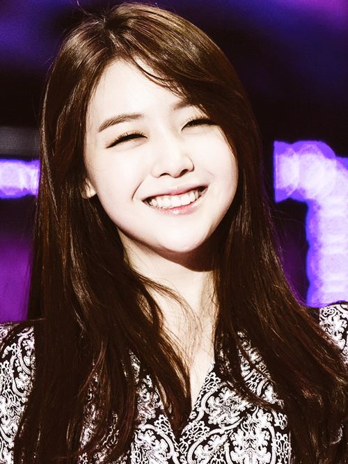 Bang Min-ah angelic smile bang minah We Heart It minah girl39s day and kpop