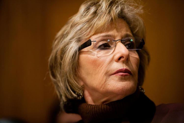 Barbara Boxer US Sen Barbara Boxer Writes New NFL Exec on quotGlaring