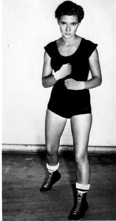 Barbara Buttrick wwwwomenboxingcomNEWS2013images20132zzzglove