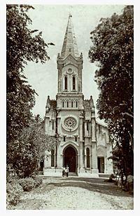 Battambang Cathedral httpsuploadwikimediaorgwikipediacommonsthu