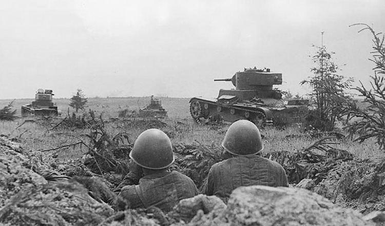 Battle of Smolensk (1941) Asisbiz BARBAROSSA Soviet T26lighttanksontheoffensiveduring