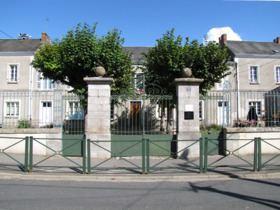 Bazoches-les-Gallerandes httpsuploadwikimediaorgwikipediacommonsthu