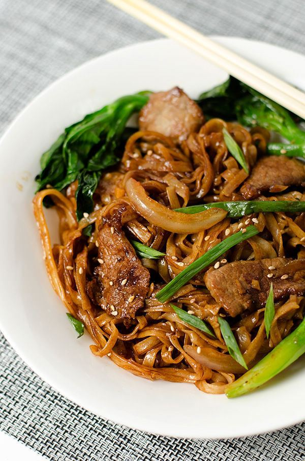 Beef chow fun Beef Chow Fun with Chinese Broccoli Omnivore39s Cookbook