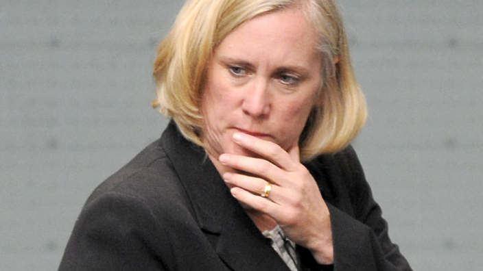 Belinda Neal Belinda Neal served with AVO SBS News