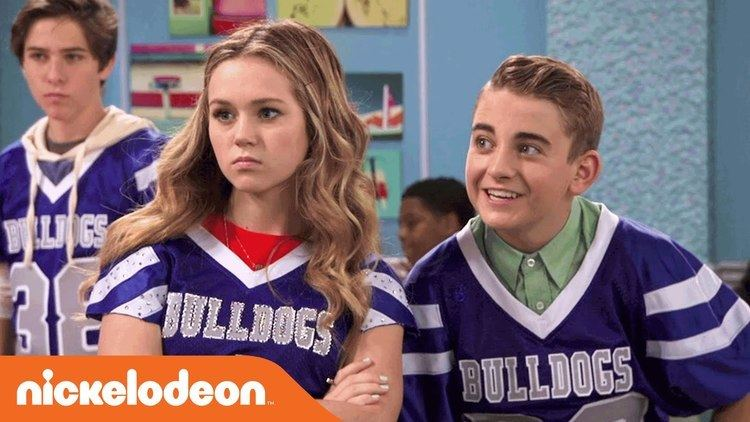 Bella and the Bulldogs Bella and the Bulldogs 39Traitor Dater39 Official Clip Nick YouTube