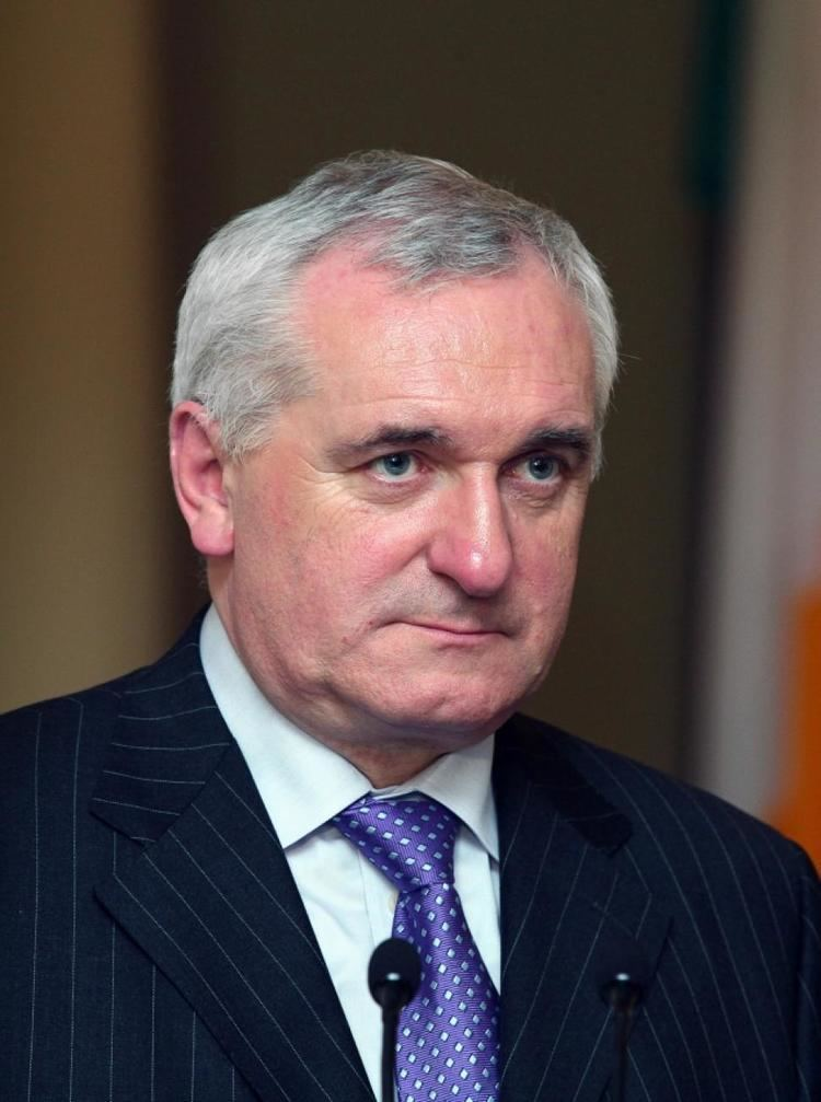 Bertie Ahern ExIrish prime minister attacked by drunken man at pub
