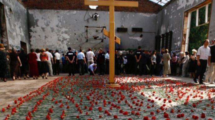 Beslan school siege httpsimgrtcomfilesoldfilesnewsbeslanmemo