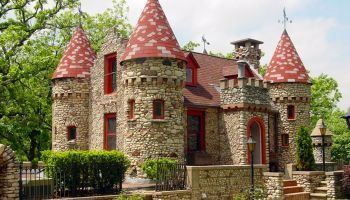Bettendorf Castle httpsi2wpcommchenrycountylivingcomwpconte