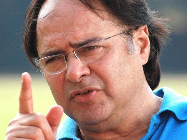Bharat Kapoor It seems as if Farooque Shaikh has stepped out and will soon return