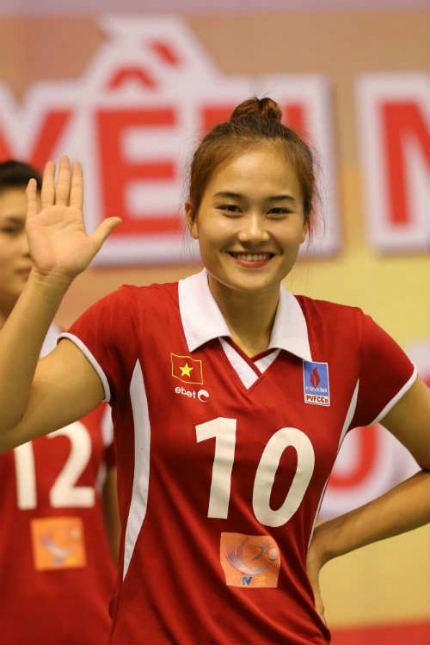 Bùi Thị Ngà Gp g ngi p Linh Chi v Bi Th Ng ca bng chuyn Vit Nam