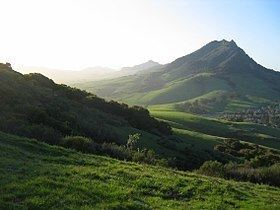 Bishop Peak (California) httpsuploadwikimediaorgwikipediacommonsthu