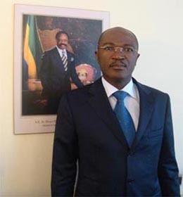 Blaise Louembe LE MOGABO POSE SES VALISES A PARIS DCRYPTAGE