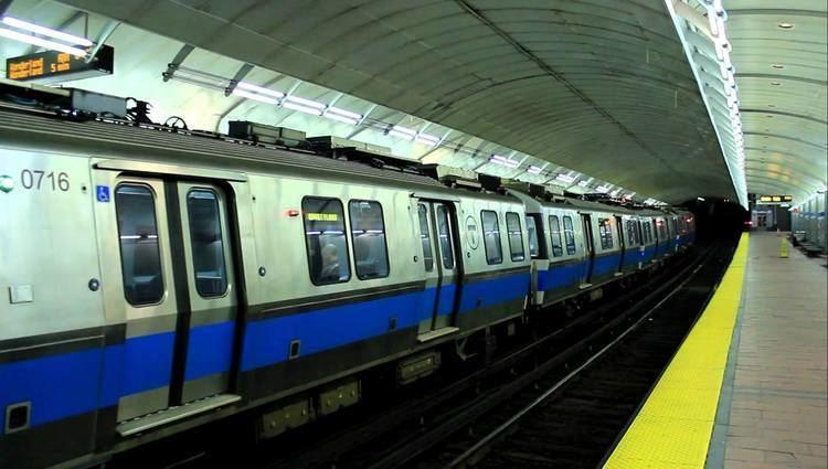 Blue Line (MBTA) MBTA Subway Outbound Blue Line Train at Aquariam Station YouTube