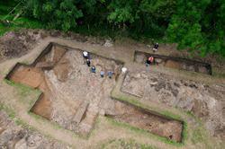 Bluestonehenge archivearchaeologyorg1001trenchesimagesblues