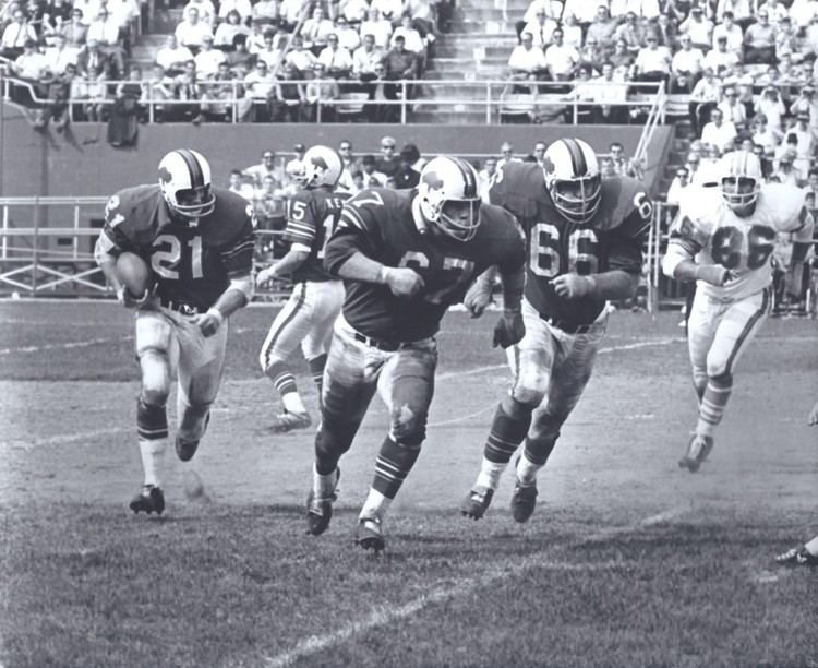 Bobby Burnett Bobby Burnett runs behind the Bills Joe ODonnell 67 and Billy
