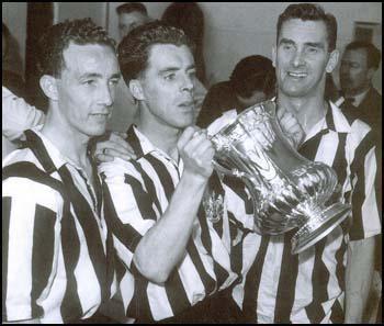 Bobby Mitchell (footballer, born 1924) Bobby Mitchell