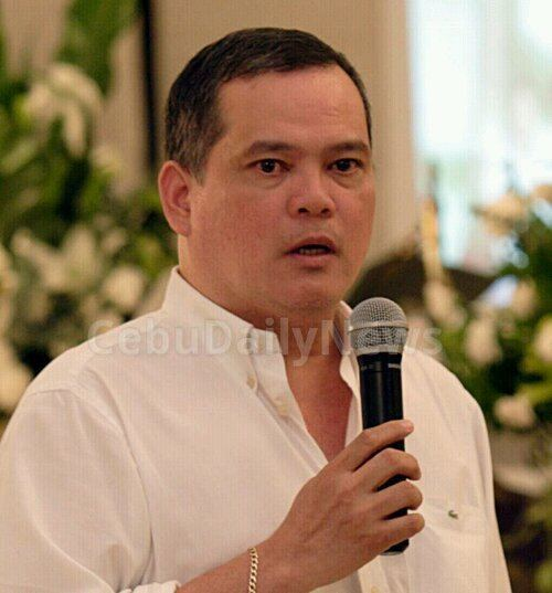 Bobby Nalzaro SunStar suspends columns of broadcaster Nalzaro Cebu