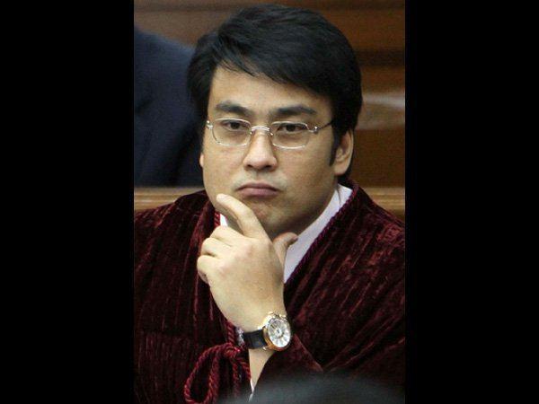 Bong Revilla Bong Revilla condemns alleged Vhong Navarro mauling