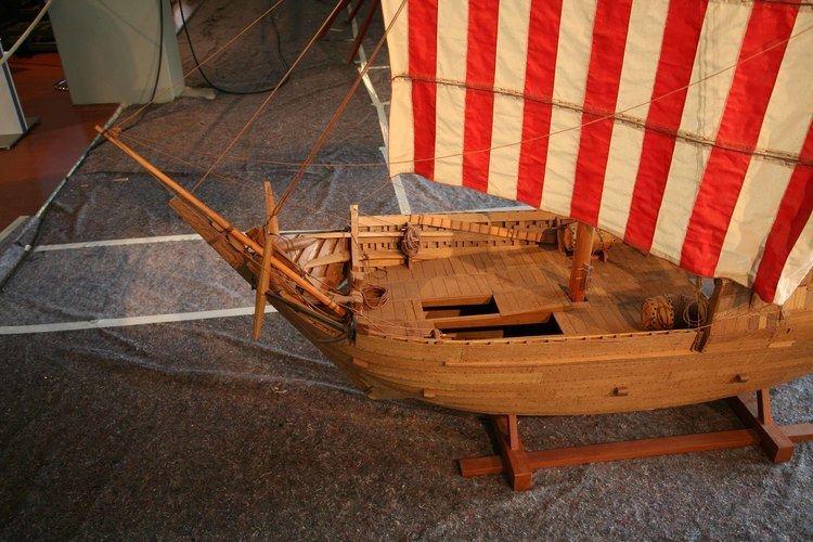 Bremen cog Photos ship model of 1380 Bremen cog in the Bremerhaven Museum