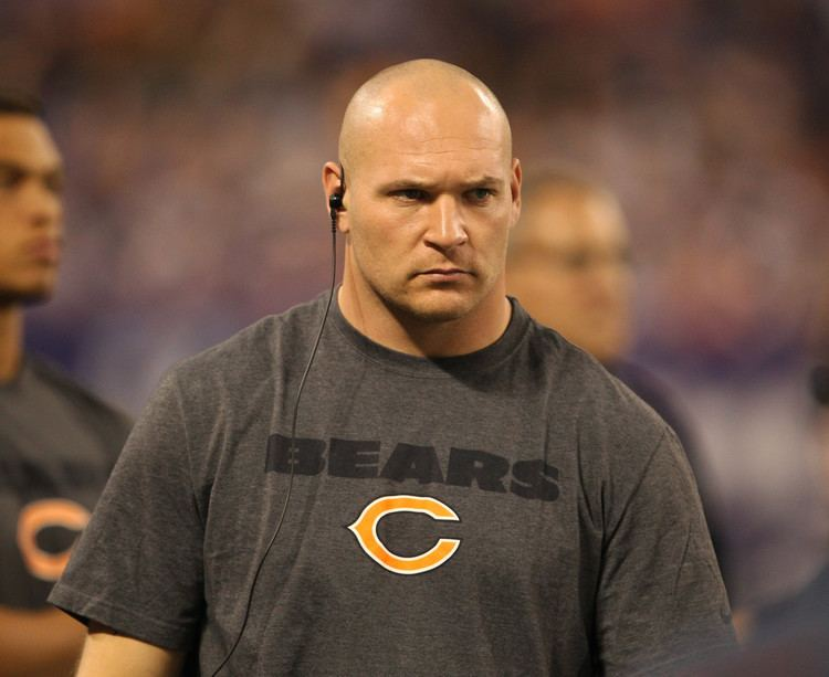 Brian Urlacher Brian Urlacher stepping down as Fox Sports 1 analyst