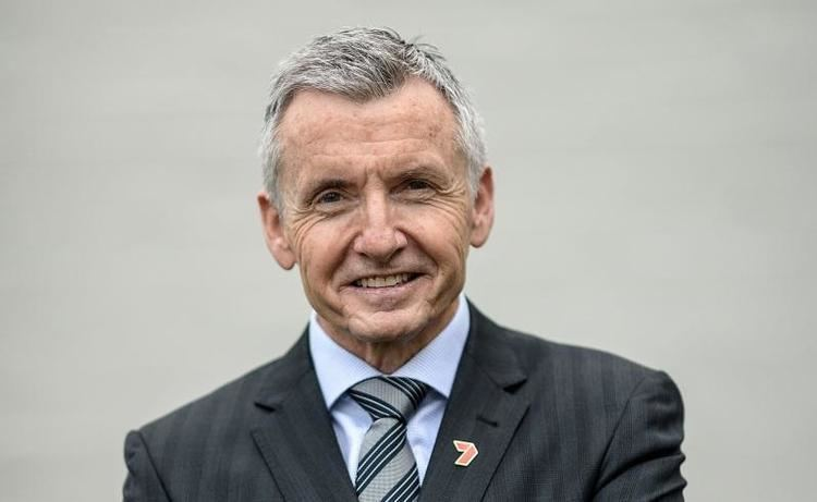 Bruce McAvaney Australia sports commentator Bruce McAvaney reveals cancer battle