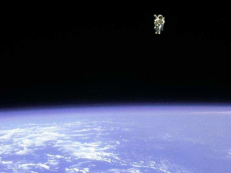 Bruce McCandless Bruce McCandless39 TerrifyingLooking Spacewalk Popular