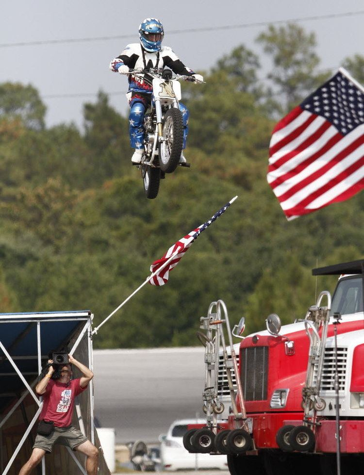 Bubba Blackwell Bubba Blackwell jumps motorcycle for Larry the Cable Guy