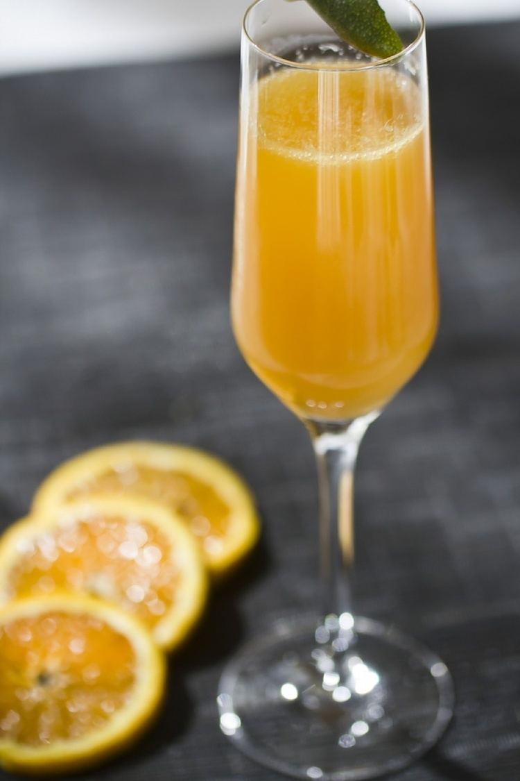 Buck's Fizz Mimosa cocktail recipe how to make most famous sparkling drink