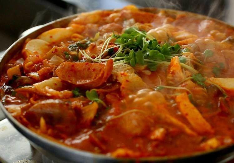 Budae-jjigae Budaejjigae Army Base Stew recipe Maangchicom